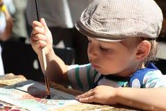 behandla som ett barn isolerade ungen för pojketeckenteckningen illustrationen Royaltyfri Bild