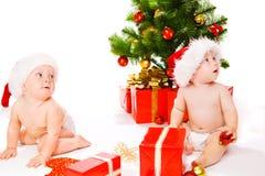 behandla som ett barn julhattar santa Royaltyfria Foton