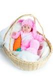 behandla som ett barn kaninen klädde easter roliga nyfödda dräkten Royaltyfri Bild