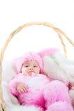 behandla som ett barn kaninen klädde easter roliga nyfödda dräkten Royaltyfri Foto