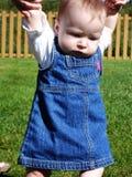behandla som ett barn klänningflickan arkivfoton