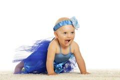 behandla som ett barn klänningflickan Fotografering för Bildbyråer