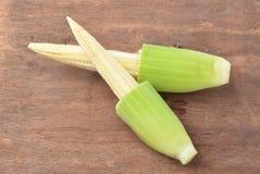 behandla som ett barn klippta nytt ingredienser förberedda grönsaker för matlagning havren wokar Arkivfoto