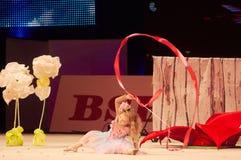 'Behandla som ett barn koppen - BSB-bank' barns konkurrenser i gymnastik, 05 December 2015 i Minsk, Vitryssland Royaltyfri Foto