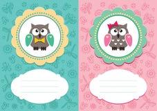 Behandla som ett barn kort med gulliga owlets Royaltyfri Fotografi