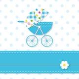 Behandla som ett barn kortet för pojkesittvagnhälsningen Royaltyfri Foto