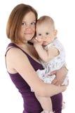 behandla som ett barn krama litet le för moder Arkivfoto