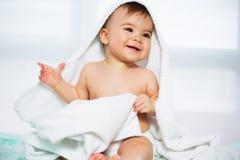 behandla som ett barn krypa lyckligt Royaltyfri Fotografi