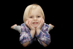 behandla som ett barn le barn för flickaståenden Royaltyfria Bilder