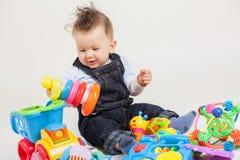 behandla som ett barn leka toys Arkivbilder