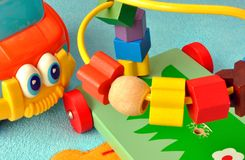 Behandla som ett barn leksaker arkivfoton