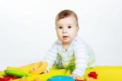behandla som ett barn lilla toys för pojken Arkivbilder