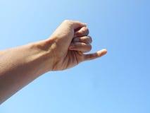 Behandla som ett barn lillfingret - fingrar Royaltyfria Bilder