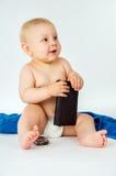 Behandla som ett barn lite att sitta som är naket Arkivbild