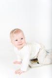 Behandla som ett barn lite med boka Royaltyfri Bild