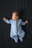 Behandla som ett barn lite pojken i pyjamas Royaltyfri Fotografi
