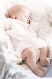 behandla som ett barn little som sovar Royaltyfria Foton