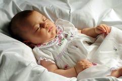 behandla som ett barn little som sovar Arkivbilder