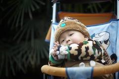 behandla som ett barn lycklig snow Royaltyfri Bild