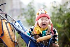 behandla som ett barn lycklig snow Arkivfoto