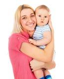 Behandla som ett barn lyckliga pressar för en moder stramt Royaltyfri Fotografi