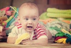 behandla som ett barn lyckliga s-ting Arkivbild