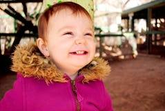behandla som ett barn lyckligt le Royaltyfri Fotografi