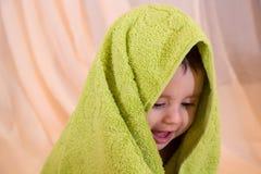 behandla som ett barn lyckligt le arkivfoton