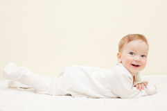 behandla som ett barn lyckligt le för pojke Royaltyfri Foto
