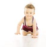 Behandla som ett barn lyckligt le med uncombed hår, den aktiv rufsade till pojken i sp Arkivfoto