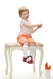 behandla som ett barn lyckligt skämtsamt för flicka Royaltyfria Foton