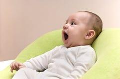 behandla som ett barn lyckligt skratta royaltyfri bild
