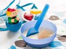 Behandla som ett barn mat Arkivbild