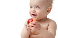 Behandla som ett barn med äpplet Arkivbilder