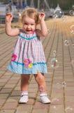 Behandla som ett barn med bubblor Royaltyfri Foto