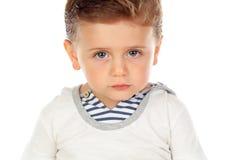 Behandla som ett barn med ett allvarligt uttryck Arkivbild