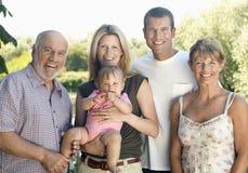 Behandla som ett barn med föräldrar och morföräldrar royaltyfria foton