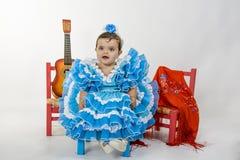 Behandla som ett barn med flamencoklänningen Royaltyfri Foto
