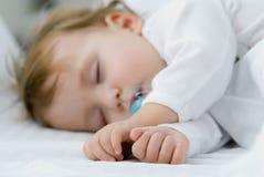 behandla som ett barn min sömn Arkivbild