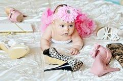 behandla som ett barn modeflickan Royaltyfri Foto