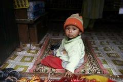 behandla som ett barn nepalien Royaltyfri Bild