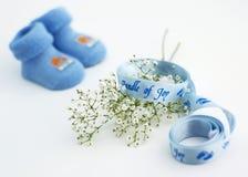 behandla som ett barn nyfödda pojkehälsningar Arkivbilder
