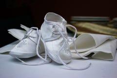 behandla som ett barn nyfödda skor Royaltyfri Foto