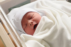 behandla som ett barn nyfött Royaltyfri Fotografi