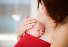 behandla som ett barn nyfött Royaltyfri Bild