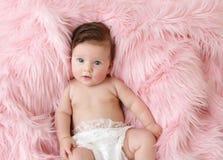 behandla som ett barn nyfött Royaltyfria Bilder