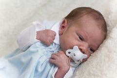 behandla som ett barn nyfött Fotografering för Bildbyråer
