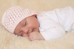 behandla som ett barn nyfött sova Arkivfoto