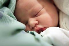 behandla som ett barn nyfött sova Royaltyfria Foton