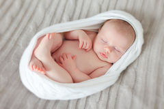 behandla som ett barn nyfött sova fotografering för bildbyråer